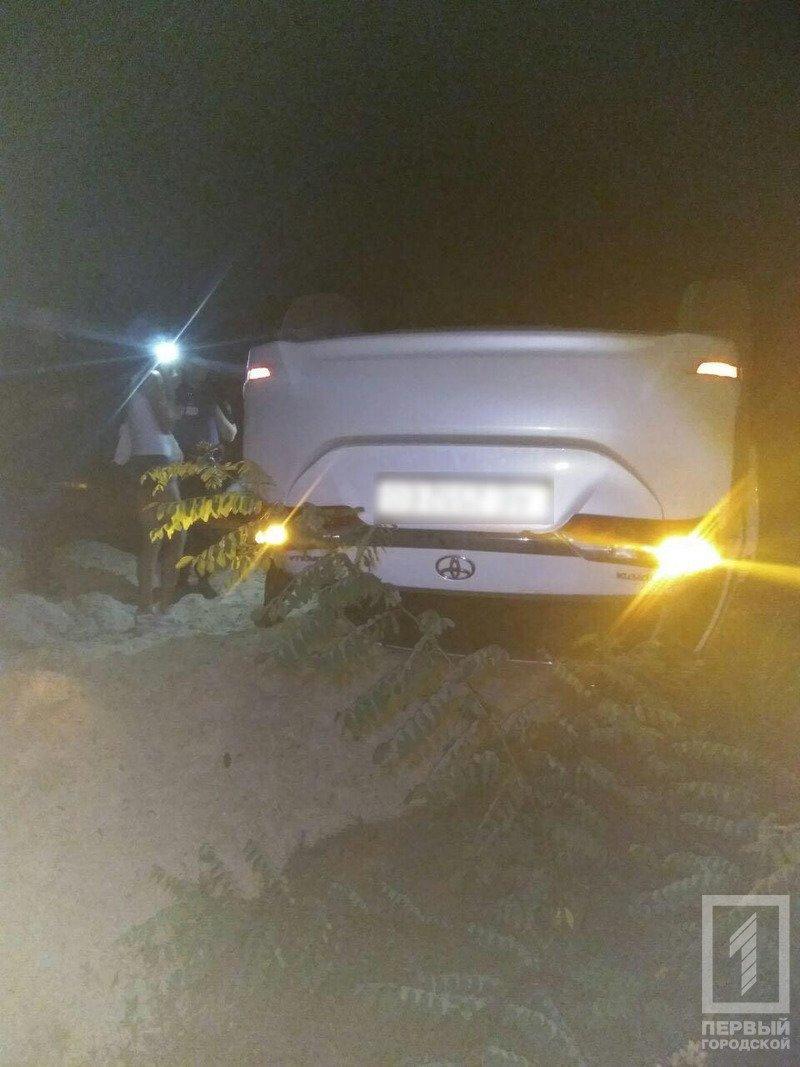 В Кривом Роге нашли перевернутую иномарку без водителя, - ФОТО, фото-1