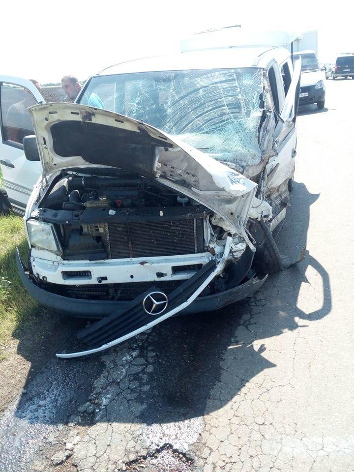 Криворожская маршрутка попала в жуткое ДТП на Херсонщине: 1 человек погиб, 4 травмировались, - ФОТО , фото-3