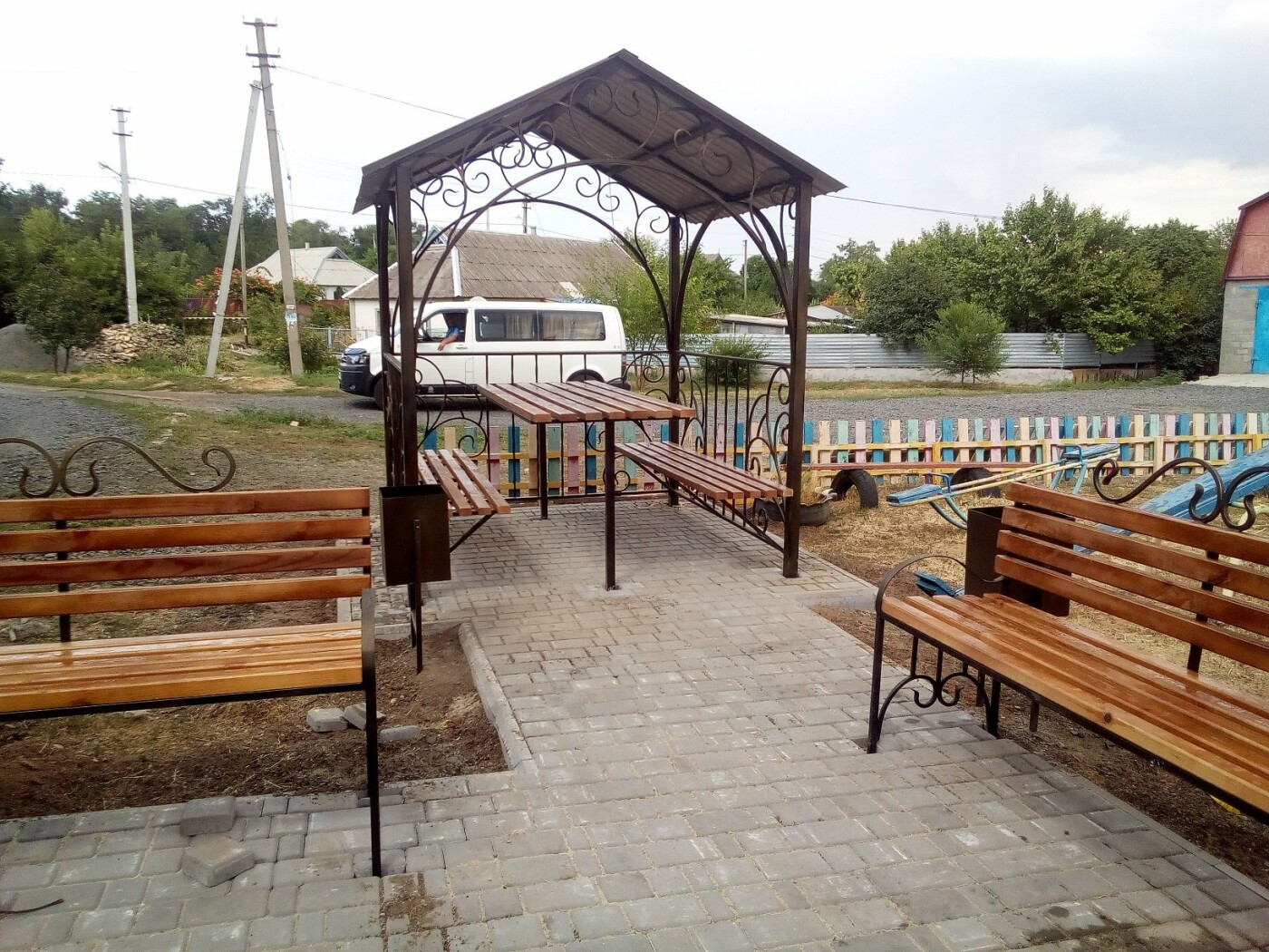 При поддержке ИнГОКа во дворах Ингульца и Широкого установят кованые беседки для отдыха, фото-4