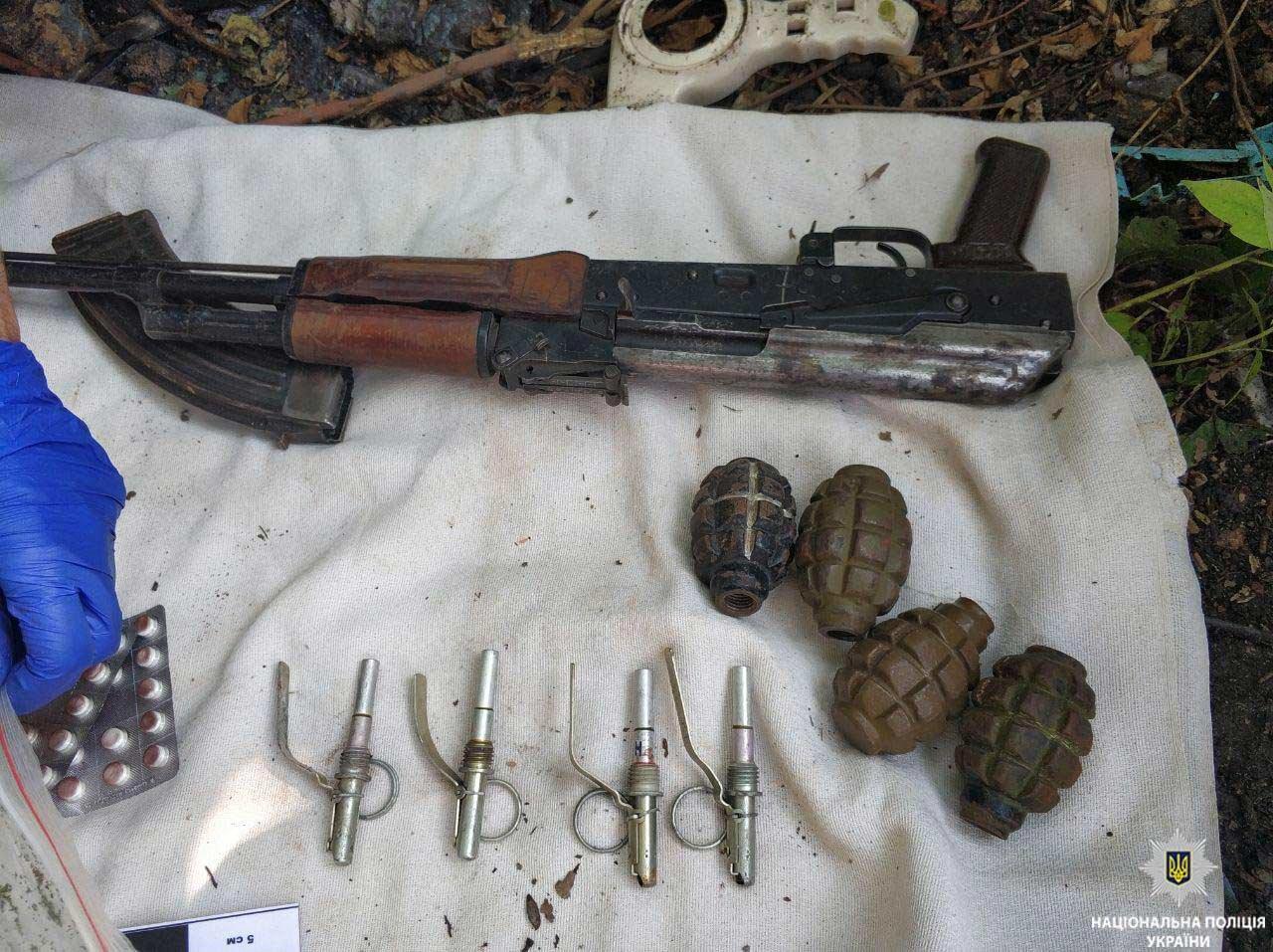 В гараже криворожанина полицейские обнаружили арсенал оружия и наркотики, - ФОТО, фото-3