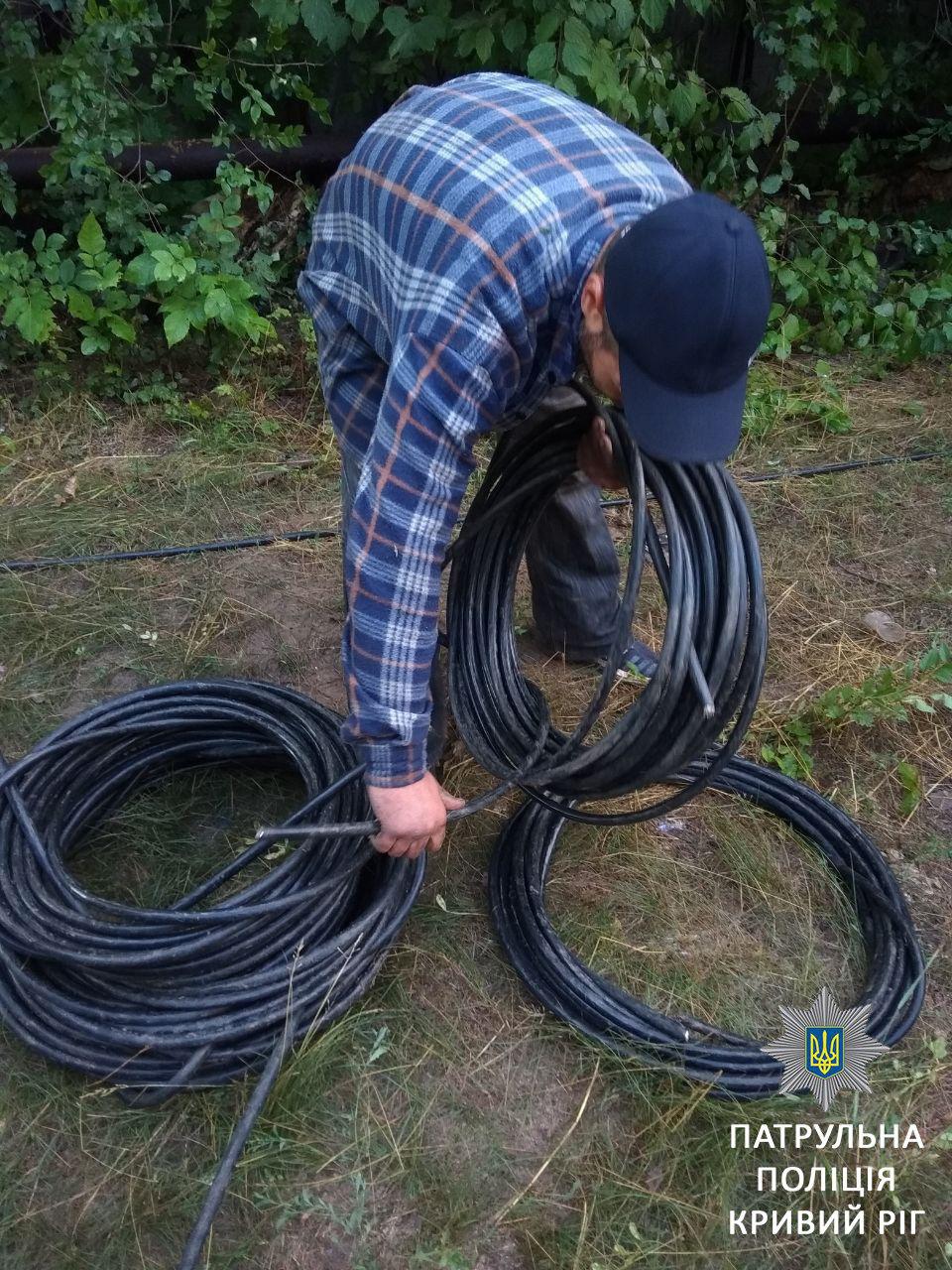 Двое криворожан не смогли объяснить, откуда взяли украденный кабель, - ФОТО, фото-6