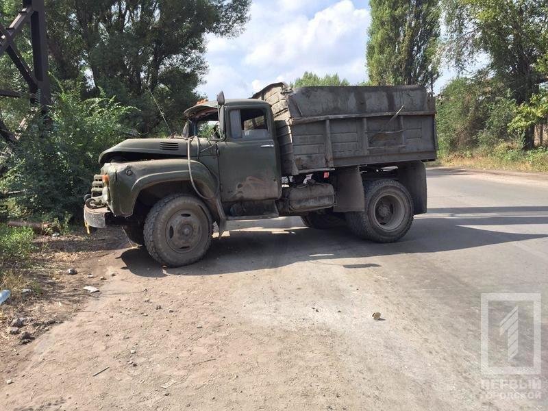 В Кривом Роге перевернулся грузовик. Тяжело травмирован пассажир, - ФОТО, фото-1
