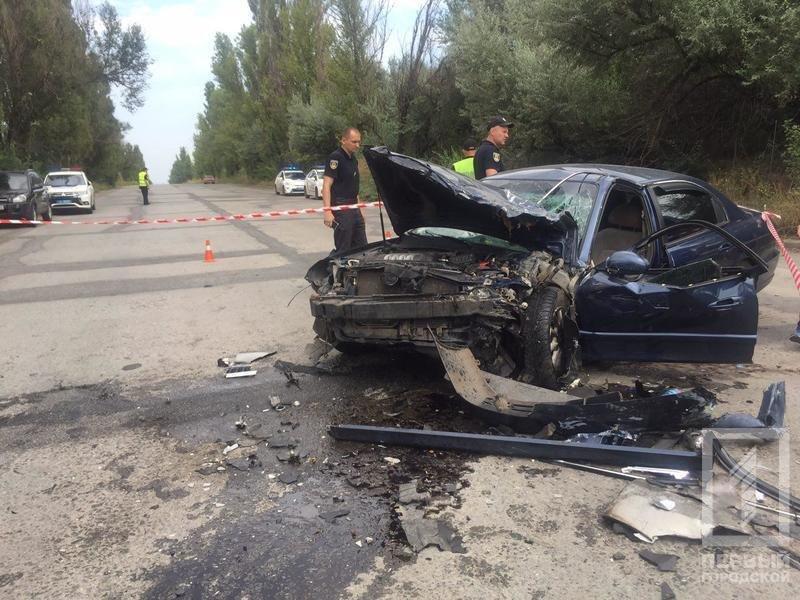 """В Кривом Роге в результате лобового столкновения """"Hyundai"""" и """"Renault""""  пострадали два человека, - ФОТО 18+, фото-11"""
