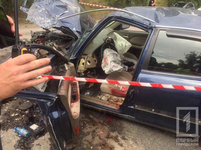"""В Кривом Роге в результате лобового столкновения """"Hyundai"""" и """"Renault""""  пострадали два человека, - ФОТО 18+, фото-12"""