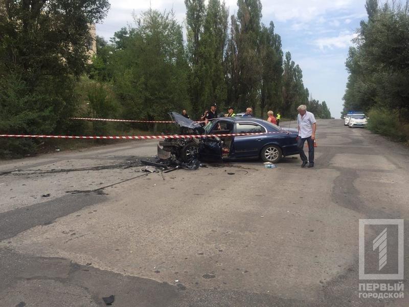 """В Кривом Роге в результате лобового столкновения """"Hyundai"""" и """"Renault""""  пострадали два человека, - ФОТО 18+, фото-4"""