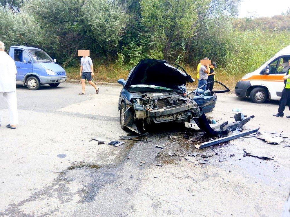 """В Кривом Роге в результате лобового столкновения """"Hyundai"""" и """"Renault""""  пострадали два человека, - ФОТО 18+, фото-9"""