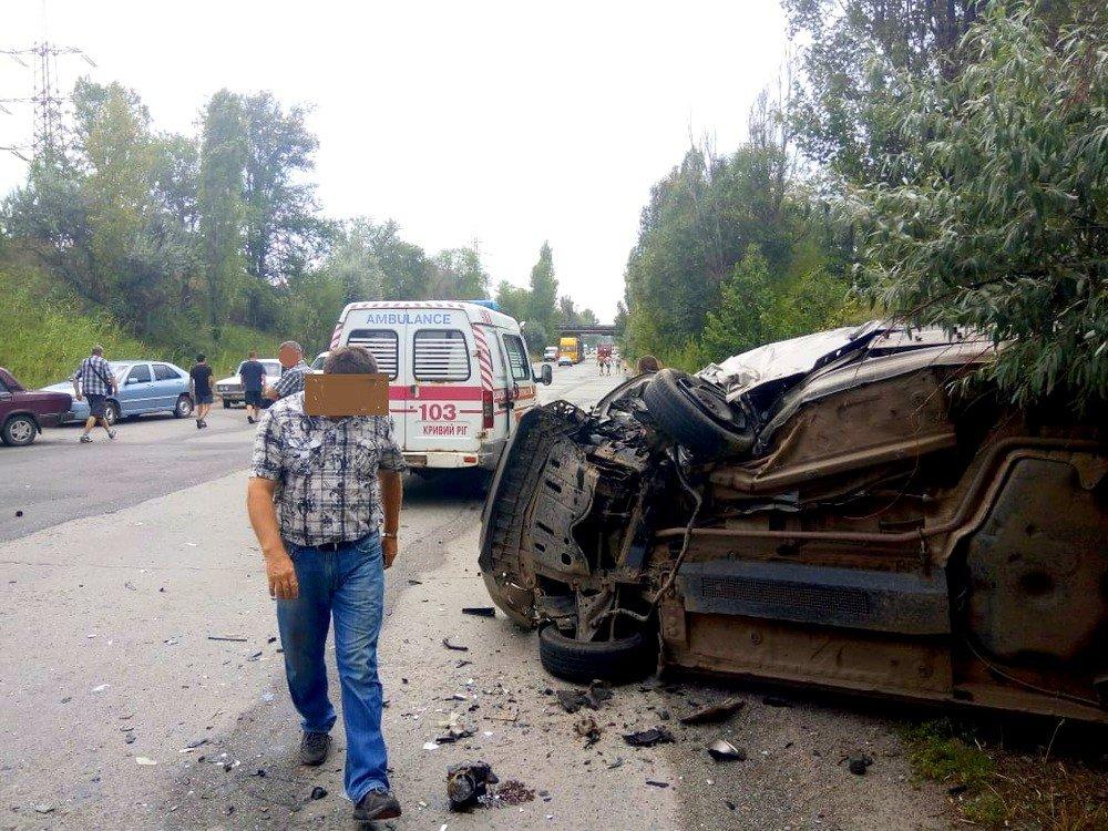 """В Кривом Роге в результате лобового столкновения """"Hyundai"""" и """"Renault""""  пострадали два человека, - ФОТО 18+, фото-7"""