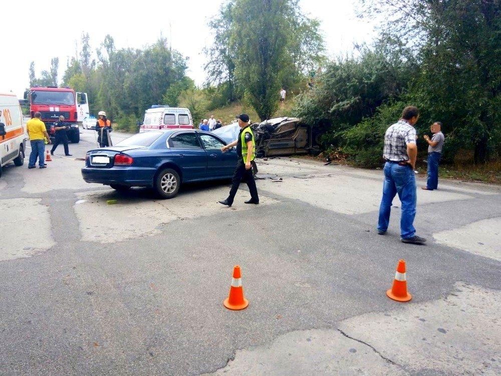 """В Кривом Роге в результате лобового столкновения """"Hyundai"""" и """"Renault""""  пострадали два человека, - ФОТО 18+, фото-8"""