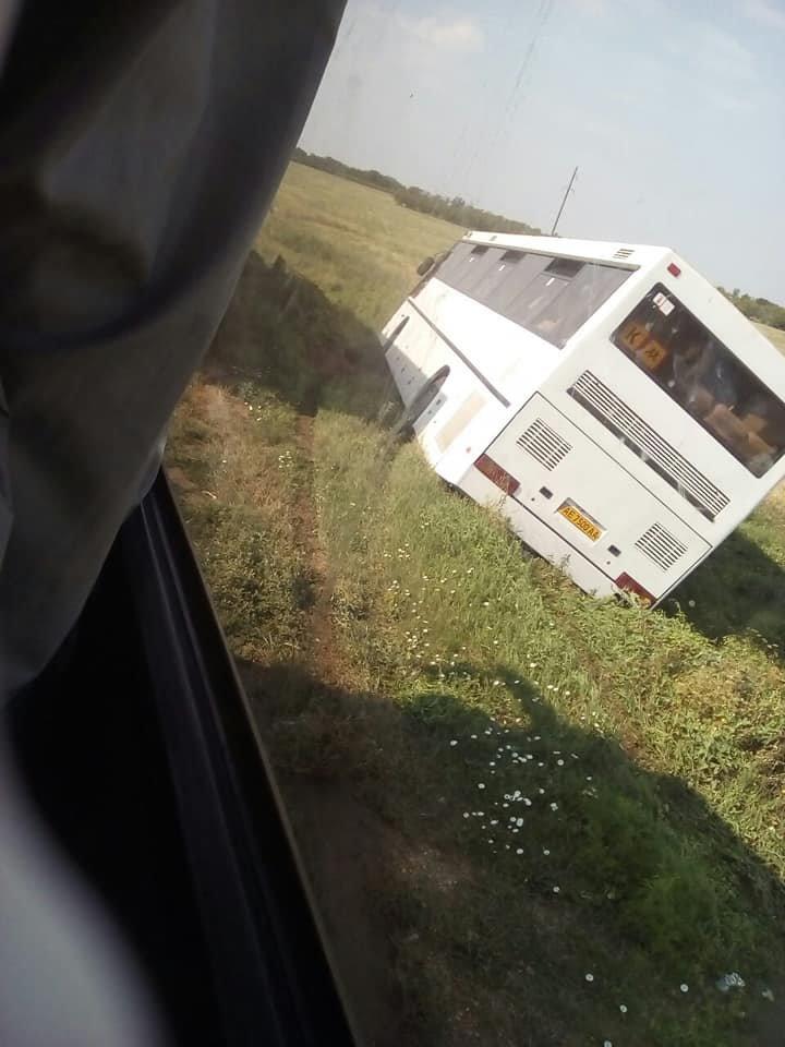 Автобус, перевозивший маленьких криворожан в детский лагерь, съехал в кювет, - ФОТО, фото-2