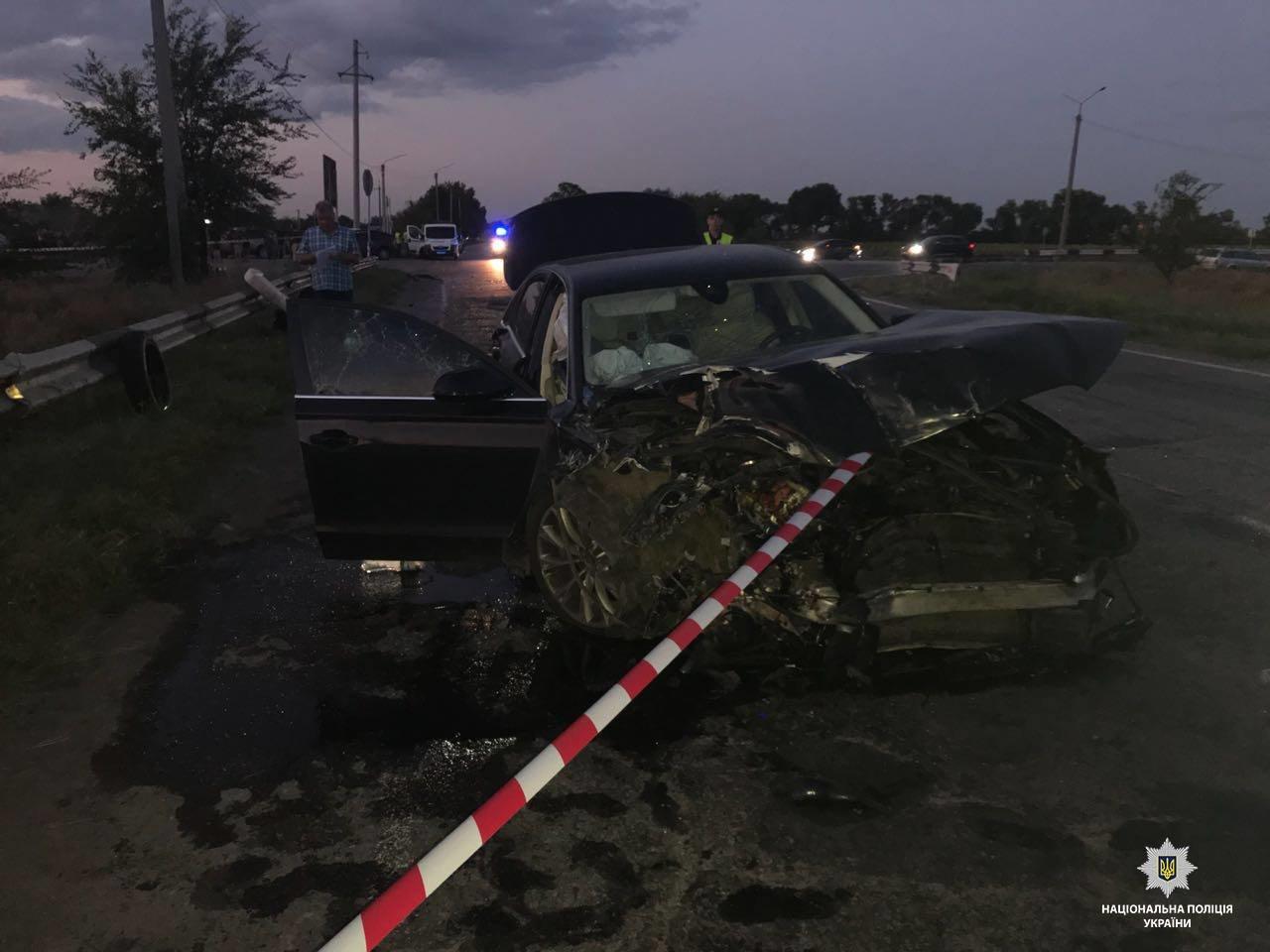 На Днепропетровщине после столкновения с Audi перевернулся автобус: 2 погибших, 23 травмированных, - ФОТО, ВИДЕО, фото-1