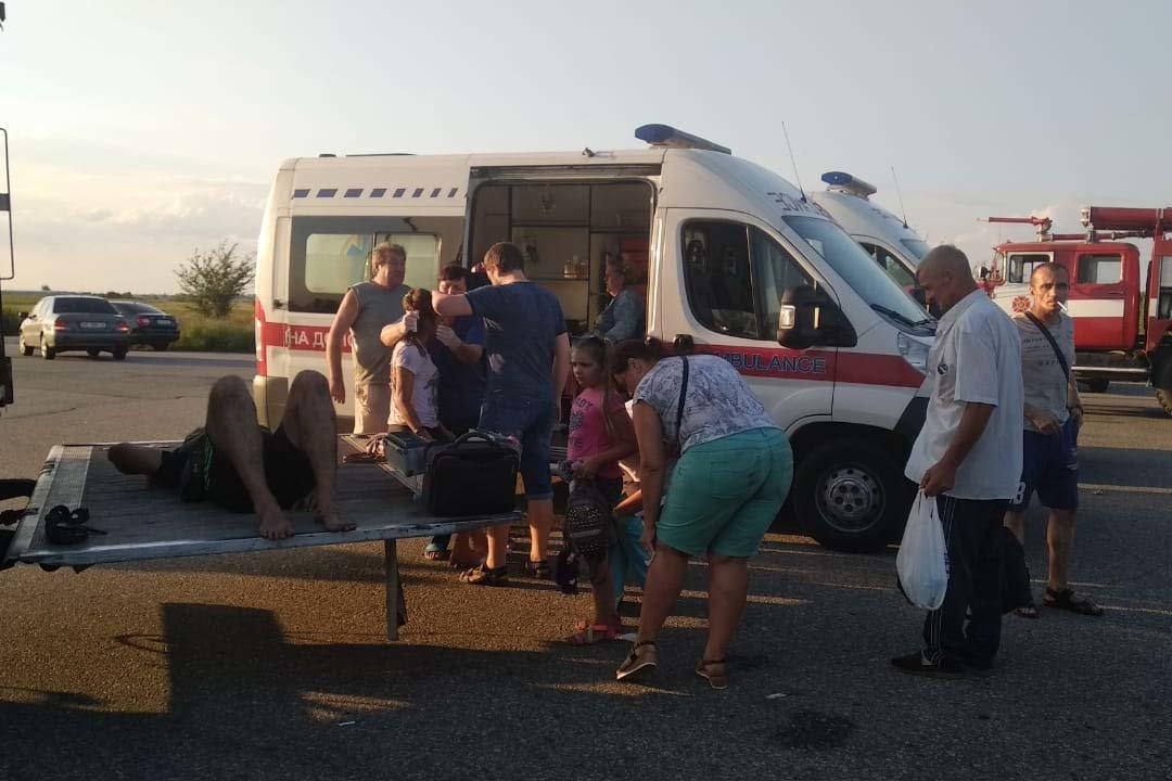 На Днепропетровщине после столкновения с Audi перевернулся автобус: 2 погибших, 23 травмированных, - ФОТО, ВИДЕО, фото-2
