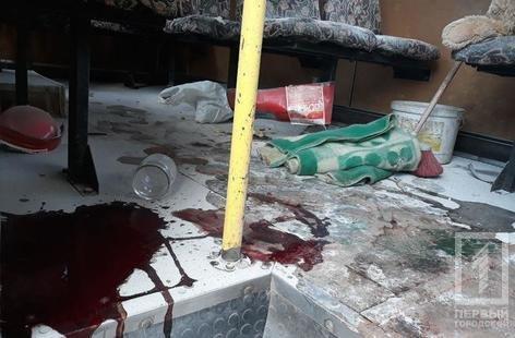 Несчастный случай в Кривом Роге: от взрыва огнетушителя в маршрутке пострадала женщина, - ФОТО 18+, фото-1