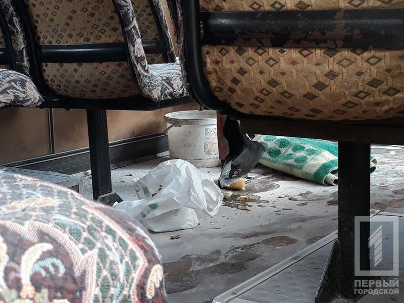 Несчастный случай в Кривом Роге: от взрыва огнетушителя в маршрутке пострадала женщина, - ФОТО 18+, фото-2