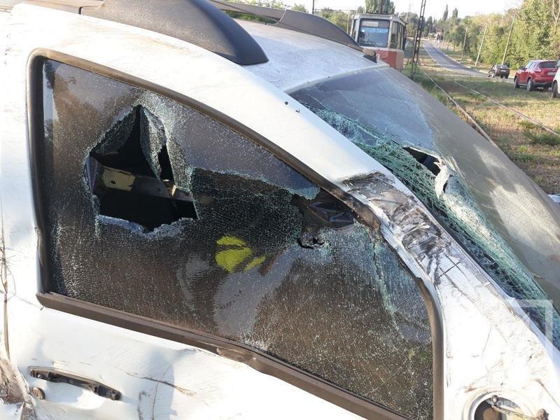 """ДТП в Кривом Роге: из-за лопнувшего колеса """"Renault Duster"""" снес электроопору и выехал на рельсы,- ФОТО , фото-6"""