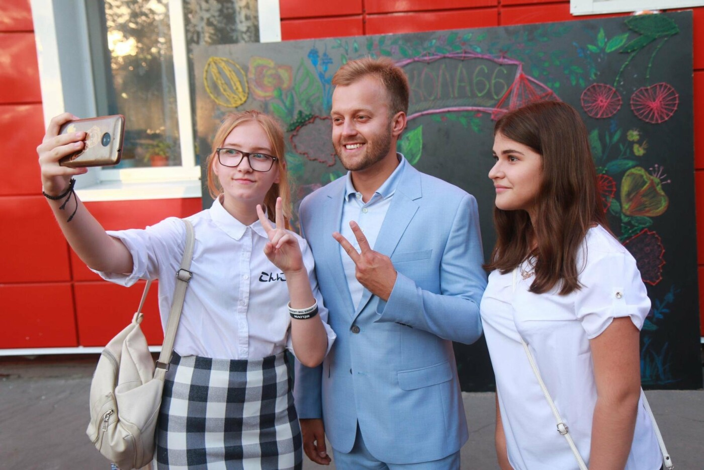 Малиновое настроение: нардеп Усов открыл после реконструкции школу № 66 в Кривом Роге, фото-2