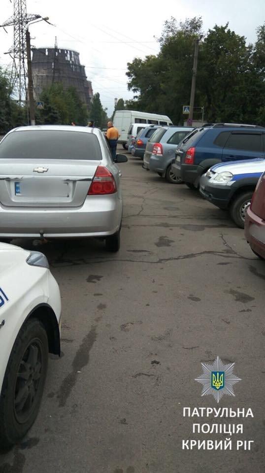 """За полтора часа возле """"АрселорМиттал Кривой Рог"""" патрульные выписали 10 админпротоколов, - ФОТО, фото-1"""