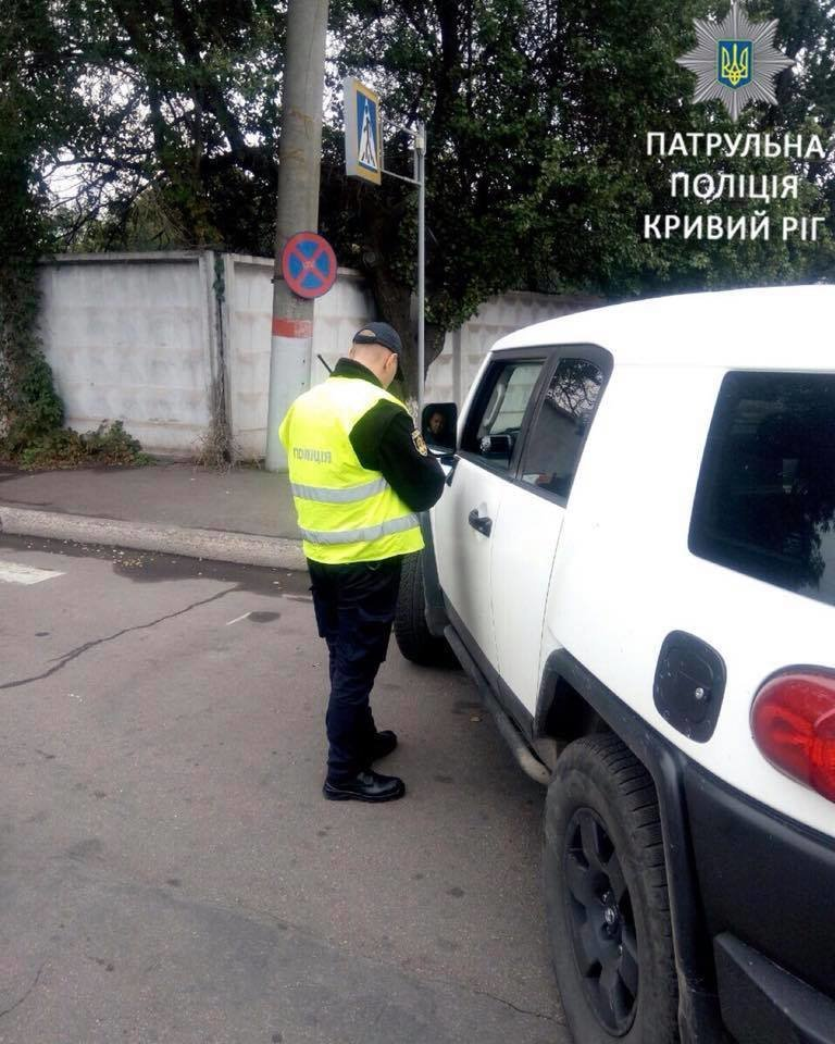 """За полтора часа возле """"АрселорМиттал Кривой Рог"""" патрульные выписали 10 админпротоколов, - ФОТО, фото-2"""