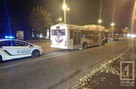 """ДТП в Кривом Роге: столкнулись автобус и """"Hyundai"""", - ФОТО , фото-2"""