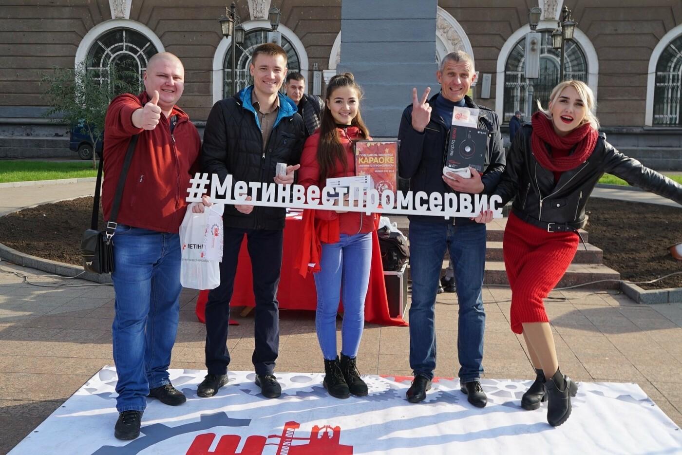 Караоке на Почтовом: «Метинвест-Промсервис» привез любимое развлечение на центральную площадь Кривого Рога, фото-1