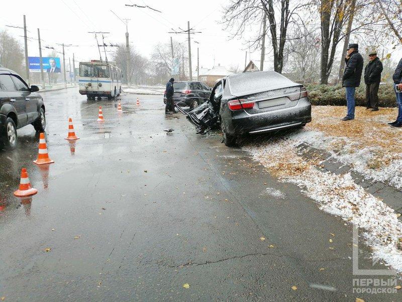 В Кривом Роге столкнулись Suzuki и Toyota: один водитель скрылся, двоих пострадавших госпитализировали, - ФОТО , фото-6