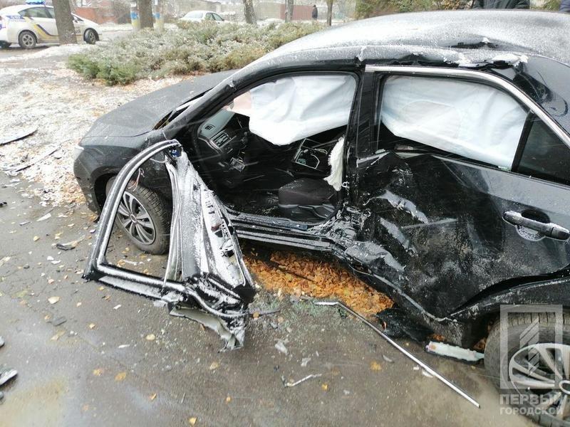 В Кривом Роге столкнулись Suzuki и Toyota: один водитель скрылся, двоих пострадавших госпитализировали, - ФОТО , фото-1