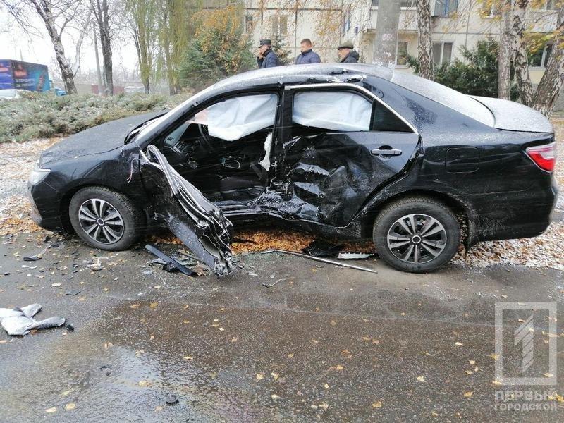 В Кривом Роге столкнулись Suzuki и Toyota: один водитель скрылся, двоих пострадавших госпитализировали, - ФОТО , фото-2