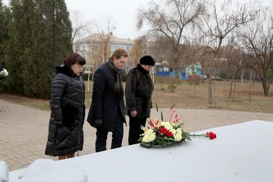 """""""Это наша скорбь и память"""": в Кривом Роге почтили память жертв Голодомора, - ФОТО , фото-1"""