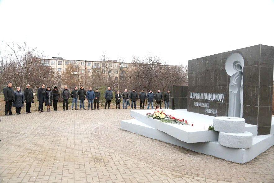 """""""Это наша скорбь и память"""": в Кривом Роге почтили память жертв Голодомора, - ФОТО , фото-2"""
