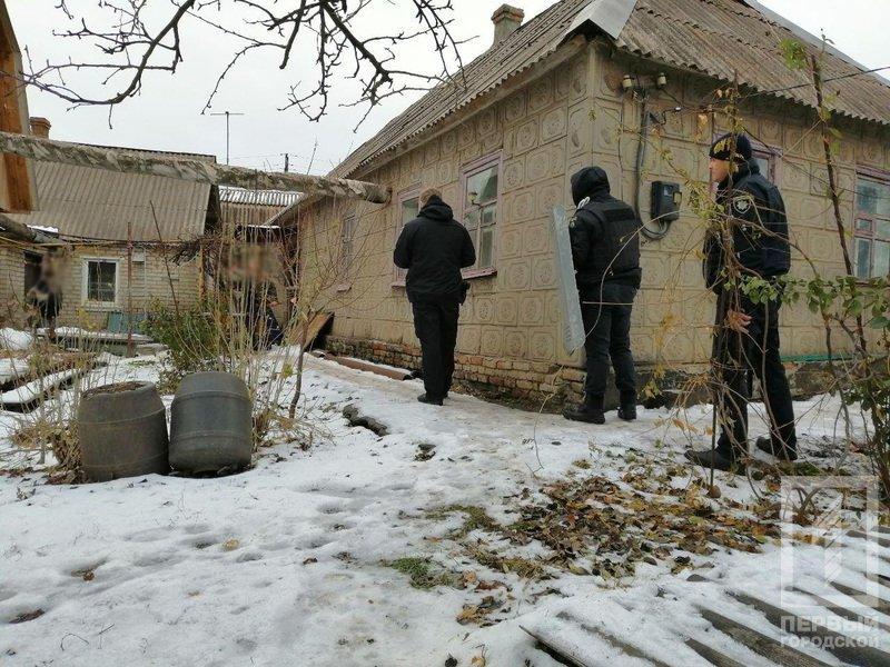 В Кривом Роге несколько десятков полицейских задерживали мужчину с серпом и топором, - ФОТО, фото-8