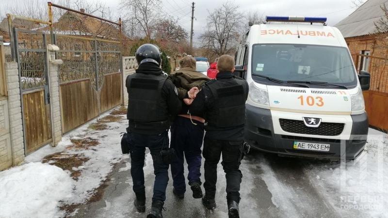 В Кривом Роге несколько десятков полицейских задерживали мужчину с серпом и топором, - ФОТО, фото-3