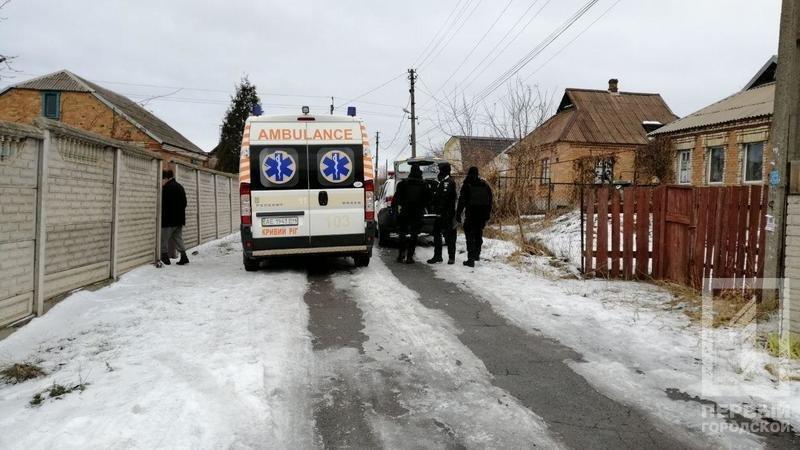 В Кривом Роге несколько десятков полицейских задерживали мужчину с серпом и топором, - ФОТО, фото-1