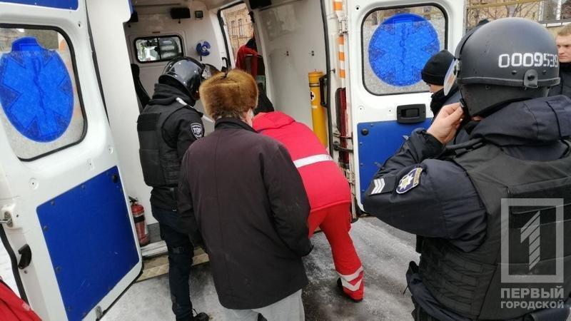 В Кривом Роге несколько десятков полицейских задерживали мужчину с серпом и топором, - ФОТО, фото-2