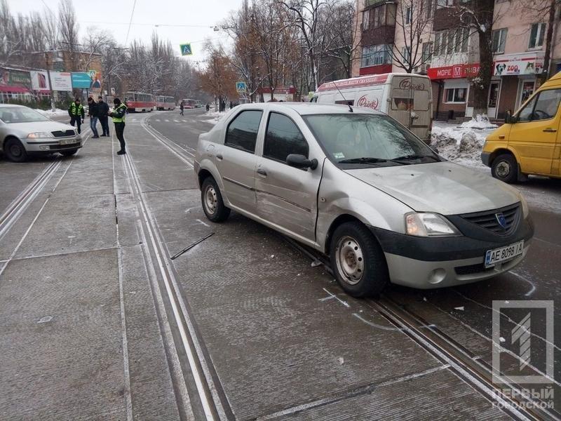 Из-за ДТП в Кривом Роге было ограничено движение коммунального транспорта, - ФОТО , фото-1