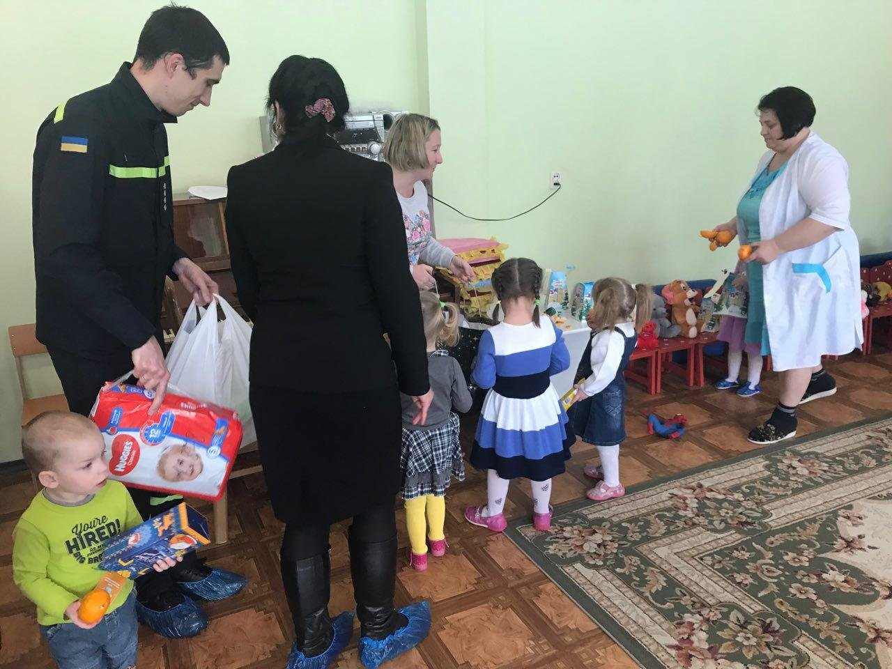 """Криворожские спасатели принесли в """"Дом ребенка"""" подарки от Святого Николая, - ФОТО, ВИДЕО, фото-1"""
