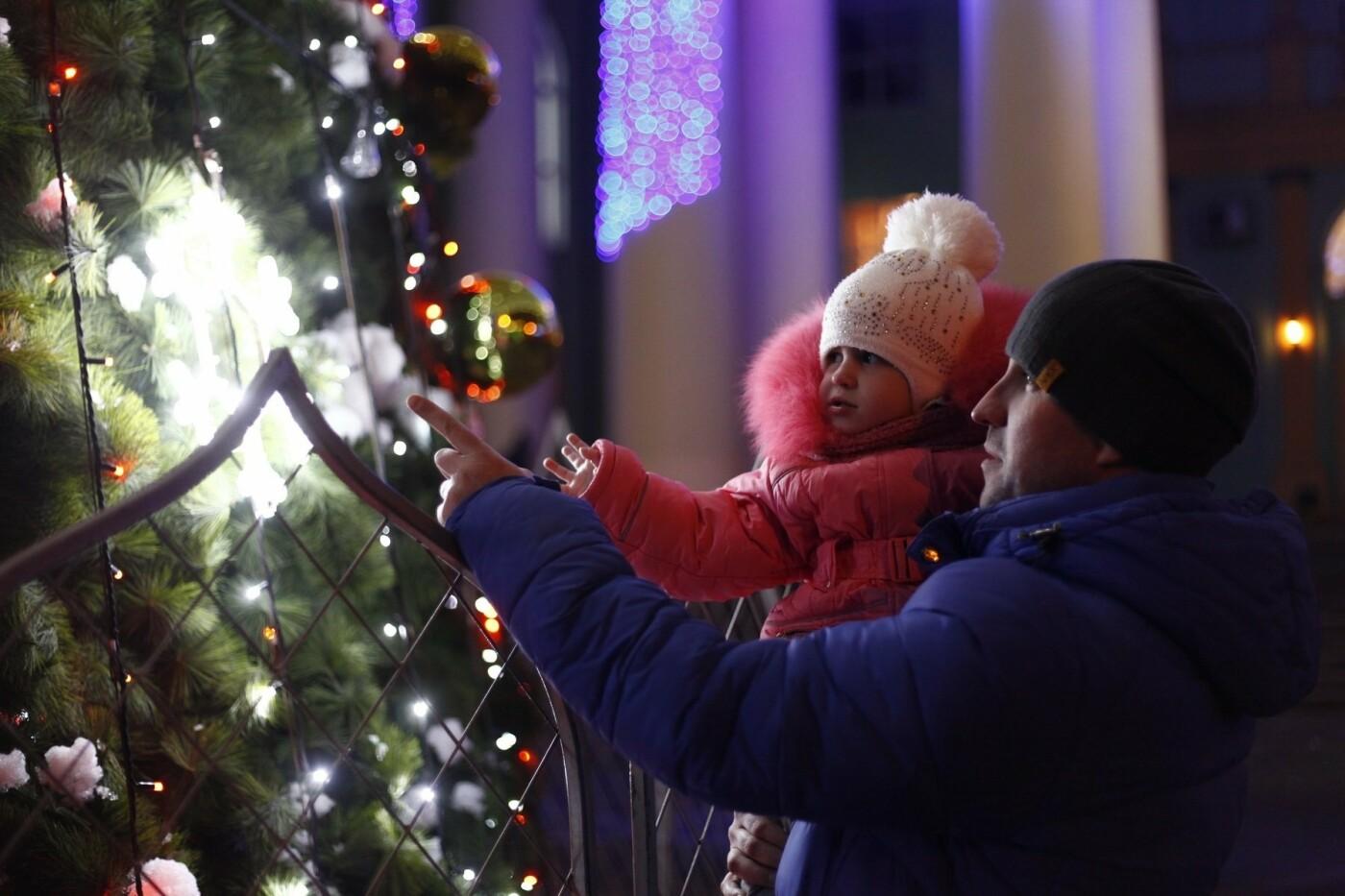 Спешите загадать желание: на ЮГОКе открыли праздничную елку, фото-5