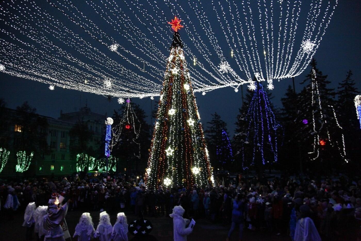 Спешите загадать желание: на ЮГОКе открыли праздничную елку, фото-6