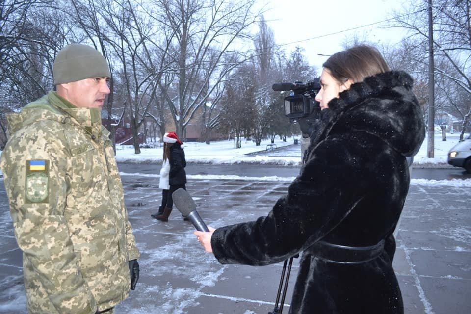 В Кривом Роге открытие ёлки возле воинской части завершилось сюрпризом, - ФОТО , фото-10