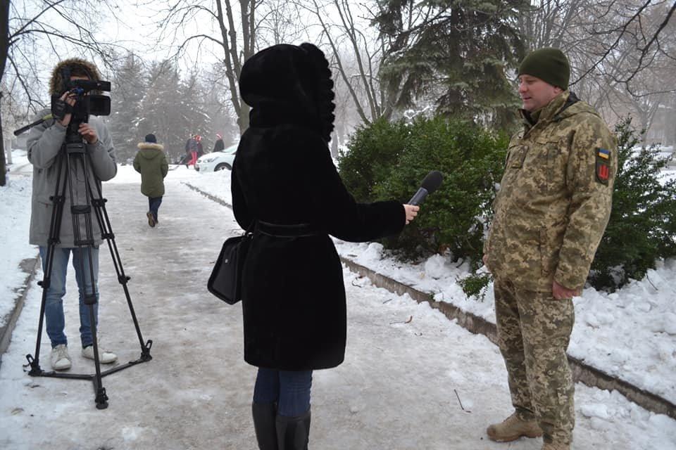 В Кривом Роге открытие ёлки возле воинской части завершилось сюрпризом, - ФОТО , фото-8