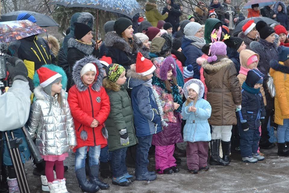 В Кривом Роге открытие ёлки возле воинской части завершилось сюрпризом, - ФОТО , фото-4
