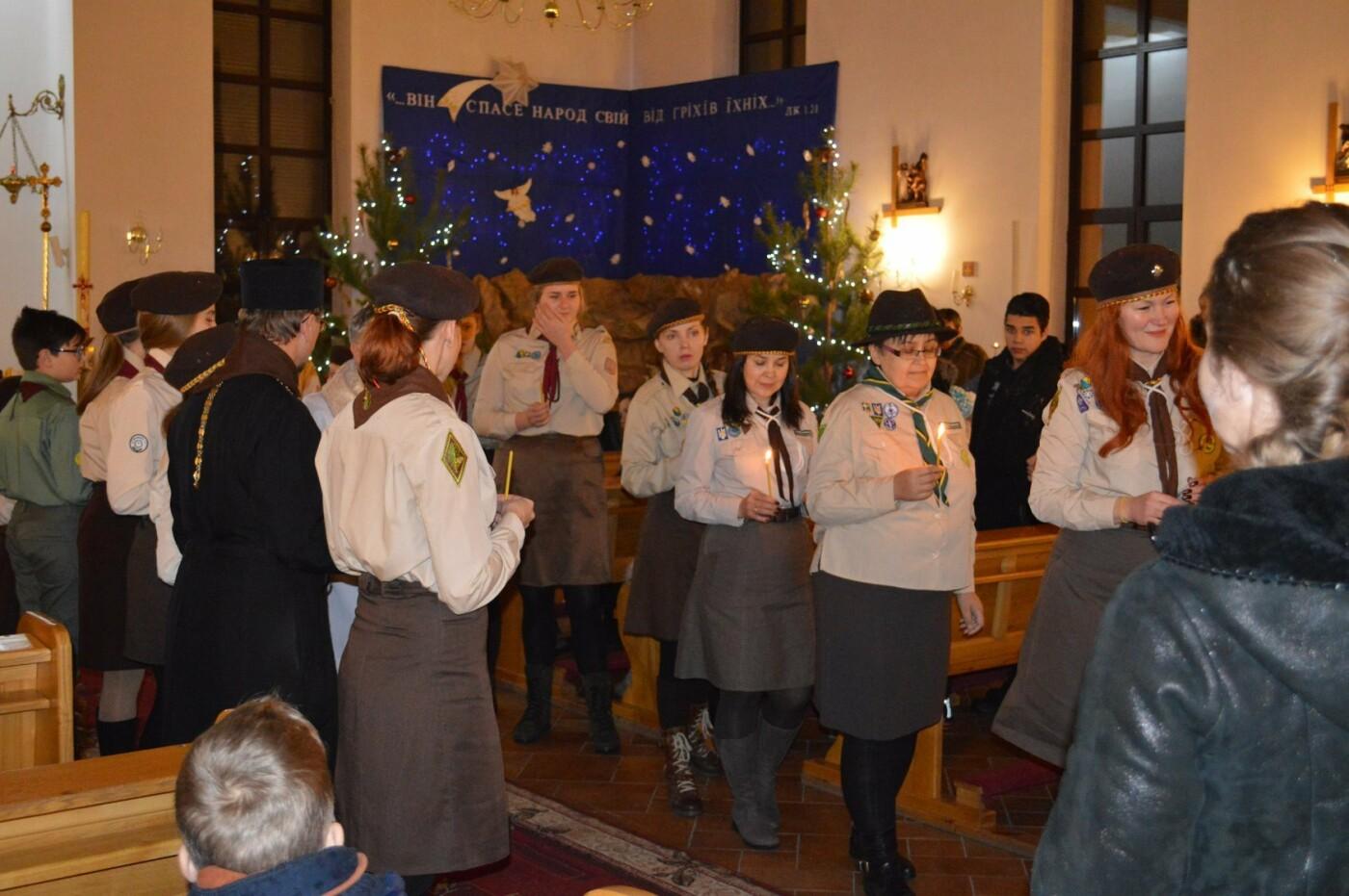 В Кривом Роге христиане западного обряда отмечают Рождество с Вифлиемским огнем, - ФОТО, фото-2