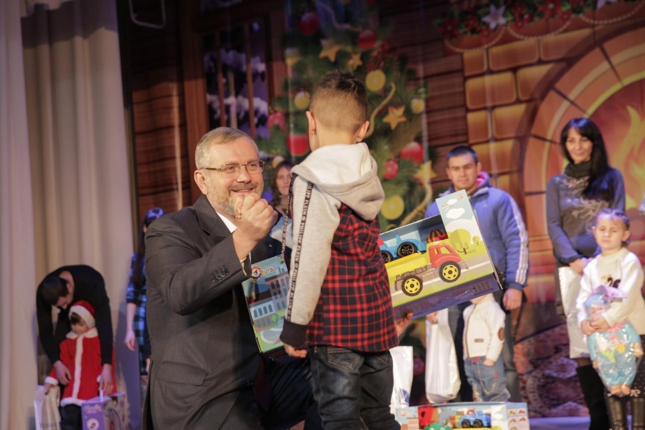 Более шестисот детей приняли участие в акции Фонда Александра Вилкула и создали новогодние игрушки для интернатов и детских домов семейного..., фото-2