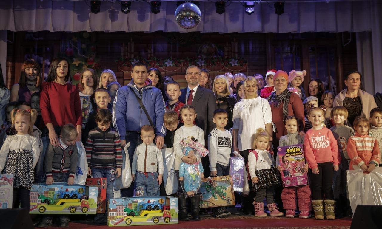 Более шестисот детей приняли участие в акции Фонда Александра Вилкула и создали новогодние игрушки для интернатов и детских домов семейного..., фото-1