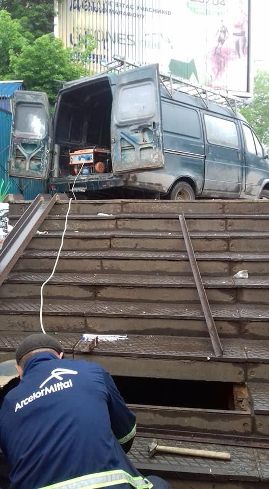 """В Кривом Роге """"черные металлисты"""" испортили подземный переход, - ФОТО , фото-3"""