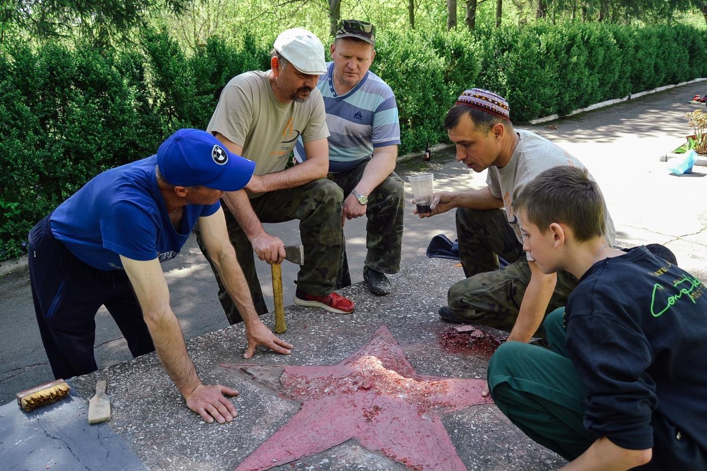 Криворожане собственными силами привели в порядок братскую могилу ВМВ, - ФОТО , фото-8