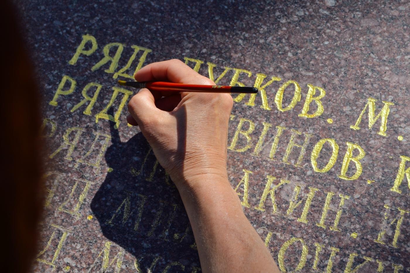 Криворожане собственными силами привели в порядок братскую могилу ВМВ, - ФОТО , фото-9