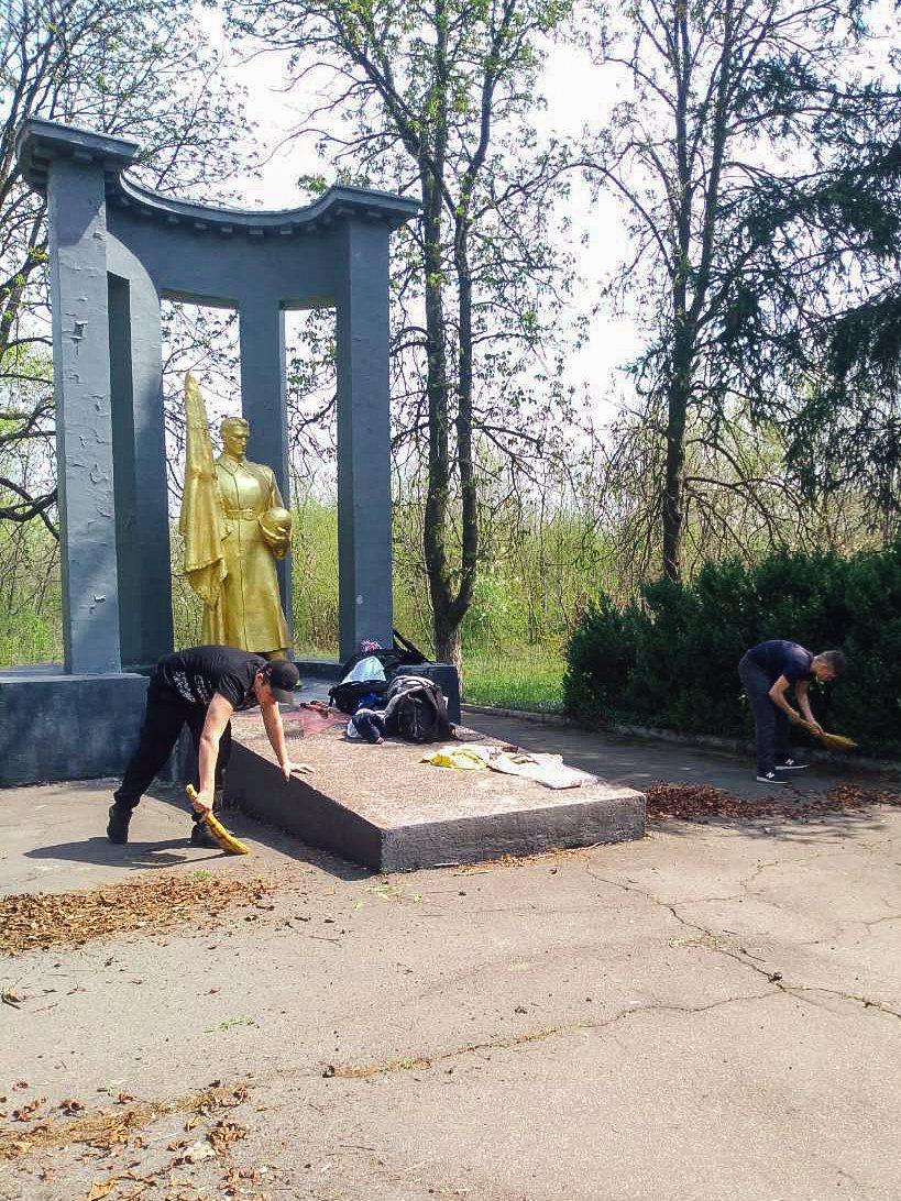 Криворожане собственными силами привели в порядок братскую могилу ВМВ, - ФОТО , фото-12