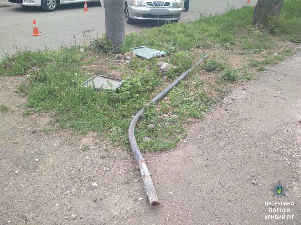 ДТП в Кривом Роге: Lanos влетел в Mercedes и сбил пешеходный переход, - ФОТО , фото-4