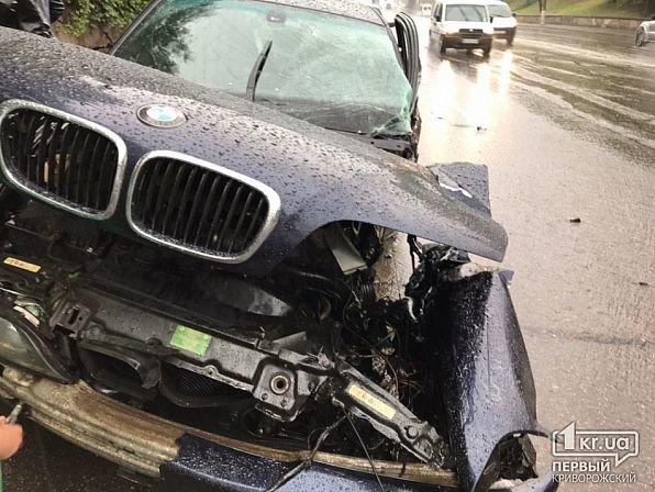 На мокрой дороге в Кривом Роге иномарку занесло в столб, - ФОТО, фото-10