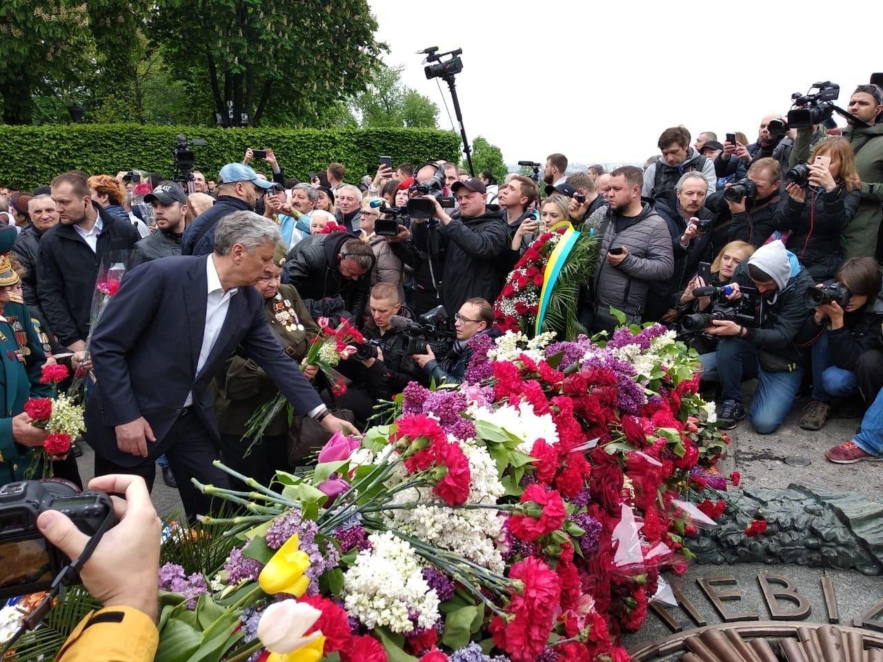 Юрий Бойко с портретом деда принял участие в шествии 9 Мая (фото), фото-1