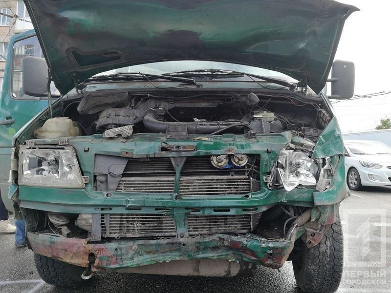 В Кривом Роге столкнулись микроавтобус и легковушка. Один из водителей пострадал, - ФОТО, фото-4